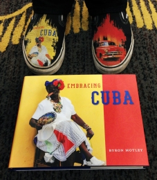 Did we mention that Byron Motley's shoes matched his book? Amazing!