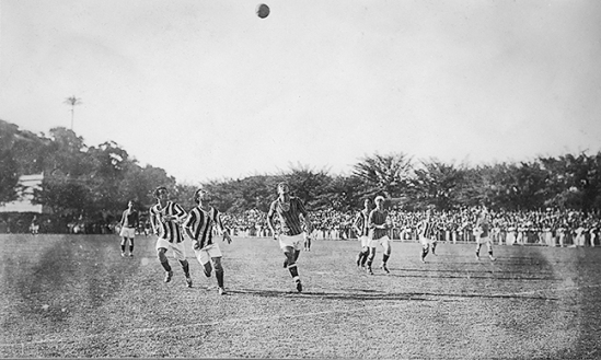 During a match between Botafogo and Fluminense, May 21, 1922. By permission of the Acervo Flu-Memória.