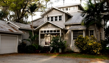 Built in 2000, the design of this home is inspired by the vernacular Florida Cracker house style. Photograph courtesy of Andrew West.