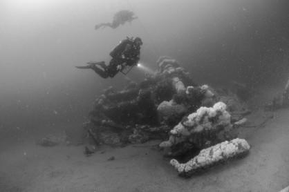 Walker divers on paddlewheel